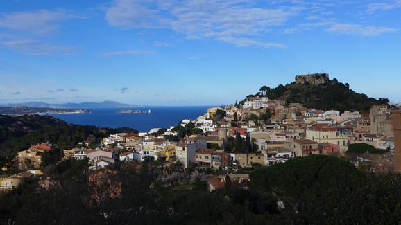 Udsigt over bugten fra den katalanske landsby Begur. Foto: CC