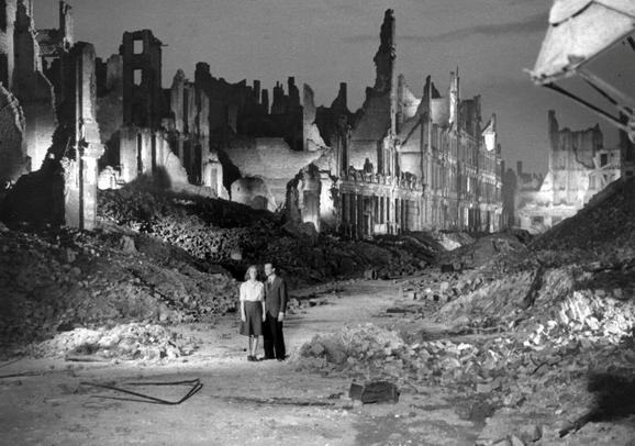 Die Mörder sind unter uns (1946). Første film efter krigen.