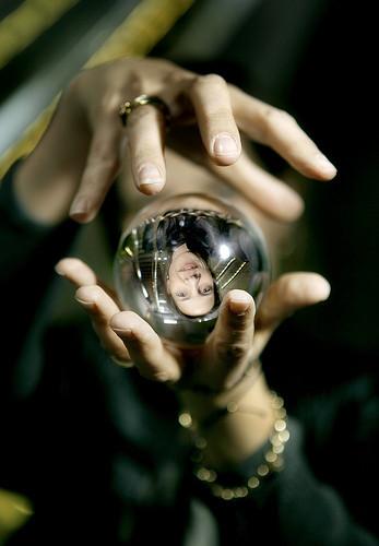Fremtidsforskning går ikke ud på at kigge i krystalkugler eller tyde teblade, men det kan godt være lidt af en udfordring at finde ud af, hvad forskerne gør i stedet.
