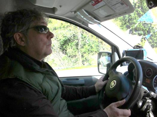 Greco Pino har arbejdet seks år som taxachauffør for 'Telecab Service' i Brenner. Han bor for sig selv i den lille landsby Colle Isarco. Foto: Felix Østergaard.